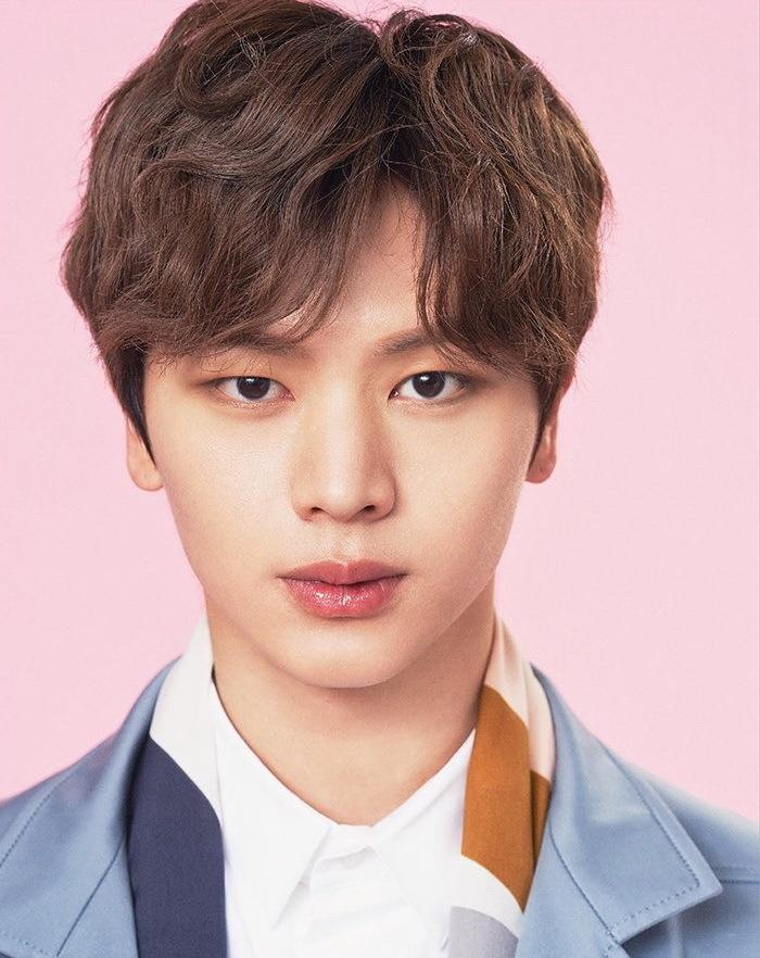 BTOB-Sung JaeNombre real Yook Sung Jae, fecha de nacimiento 2 de Mayo de 1995. Es vocalista, bailarín, y maknae del grupo BTOB.